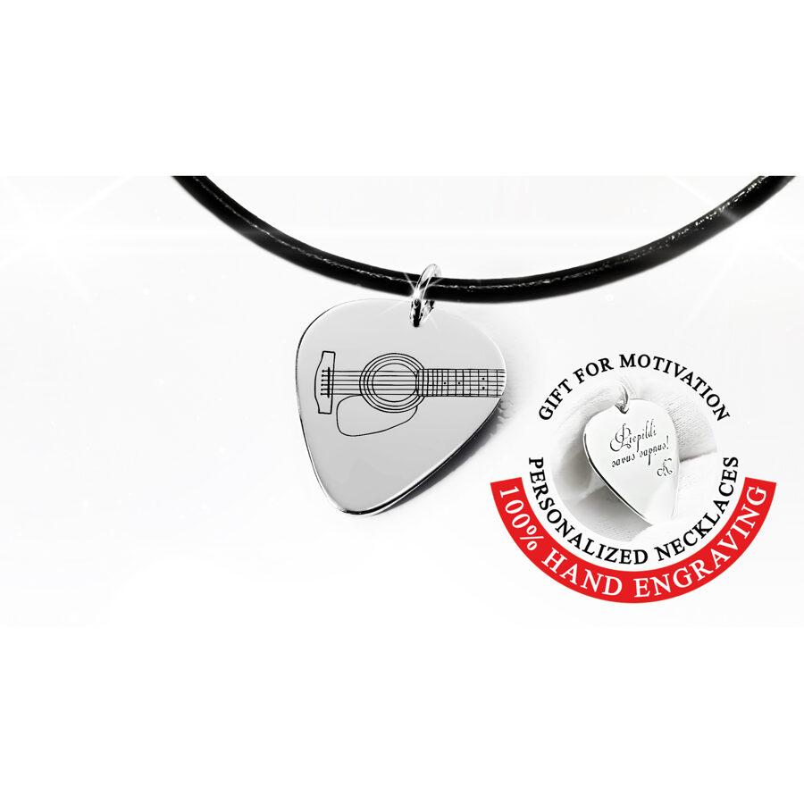 Ģitāras mediators kaklarota no zelta vai sudraba grāvētas ģitāras stīgas