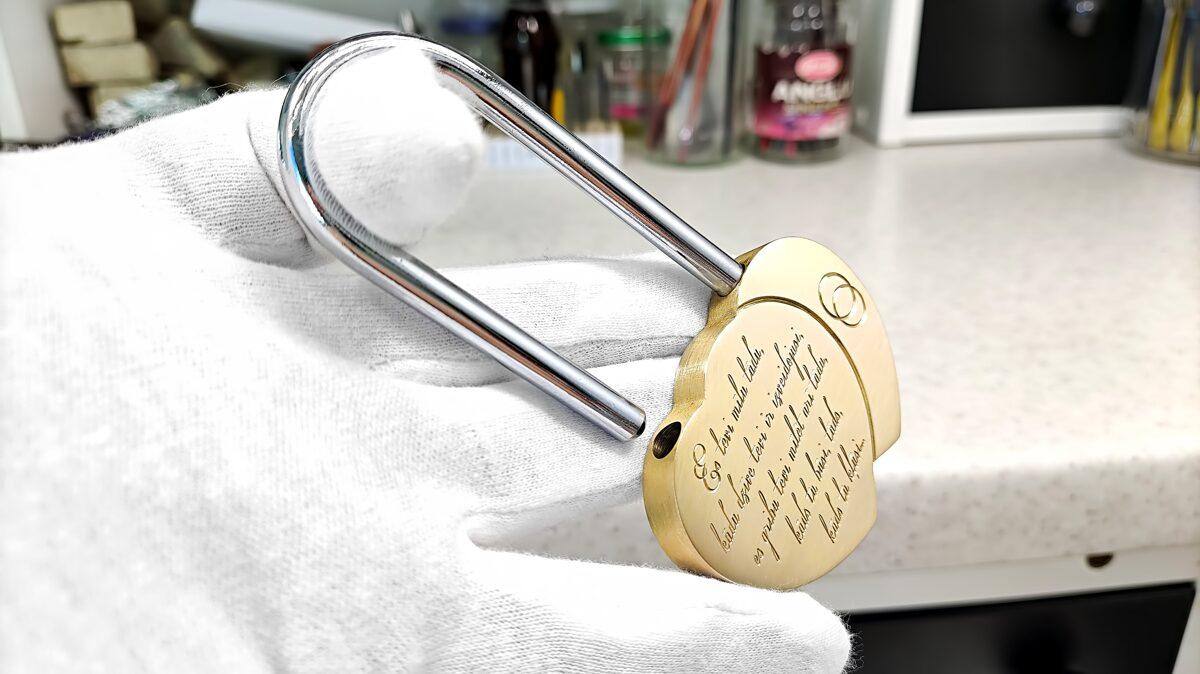 Personalizēta-kāzu atslēga jeb mīlestības slēdzene sirds formā
